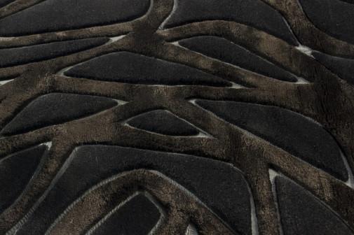 Crni tepih sa teksturom