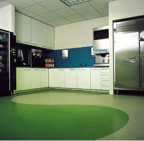 Kuhinja sa gumenim podom
