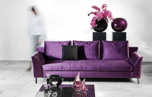 Ljubičasta sofa