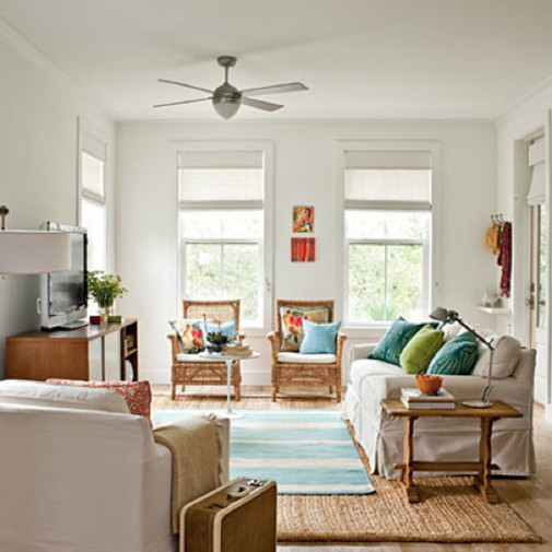 Plavi tepih na tepihu od prirodnog materijala