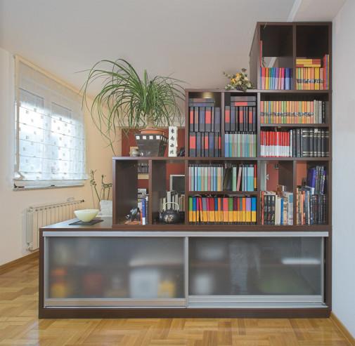 Police za knjige