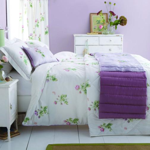 Spavaca soba u lila boji