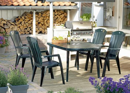 Plastičan sto Elise i stolice Santorini