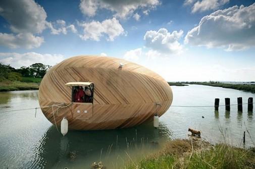 Kuća u obliku jajeta na vodi