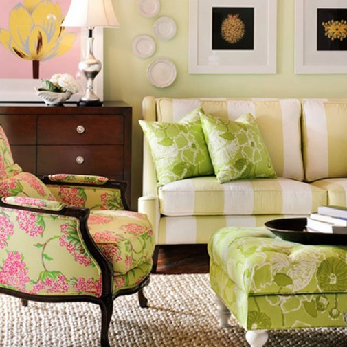 Dnevna soba u roze-zelenoj kombinaciji