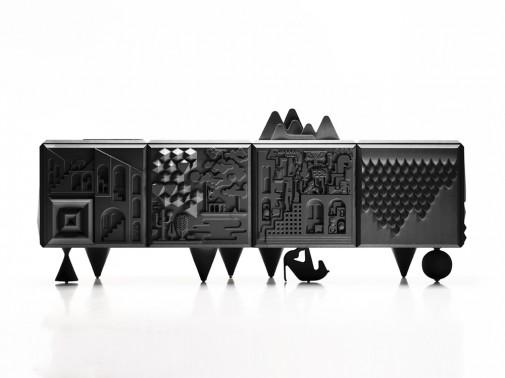 Komoda sa miksom primenjene umetnosti i savremenog dizajna