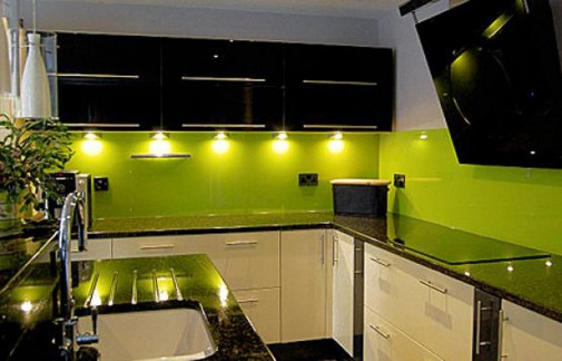 Kuhinja u limeta zelenoj boji