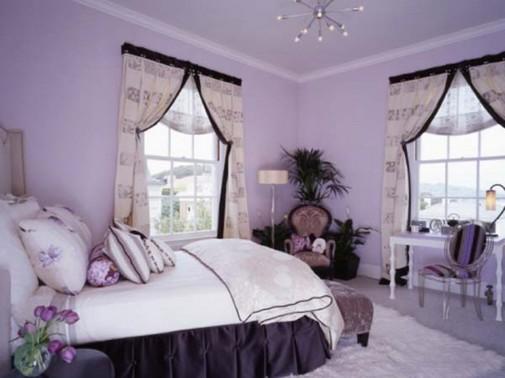 Ljubičasto-bela spavaća soba