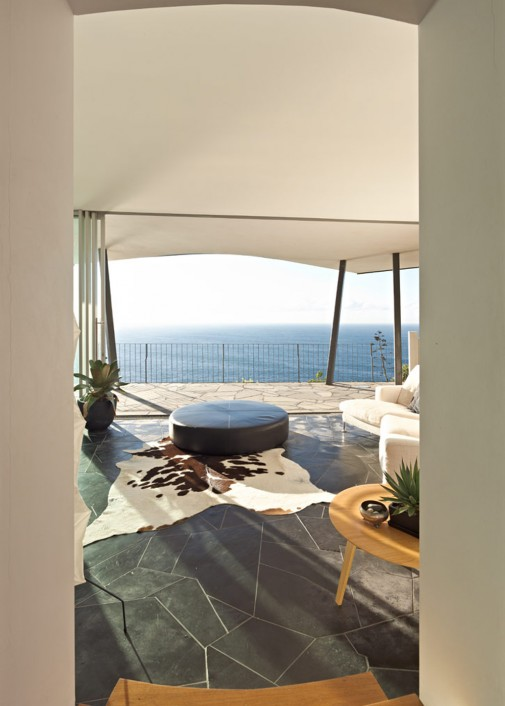 Prelep balkon sa pogledom na okean