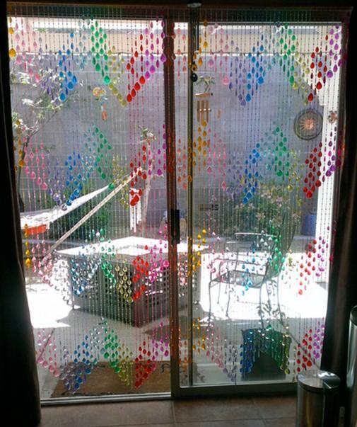 Ulepsajte prozor ukrasnim trakama od perlica