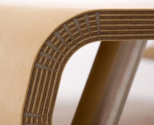Klub sto napravljen od brezove šperploče