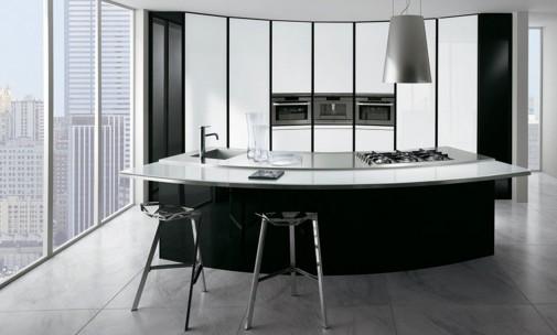 Crno-bela kuhinja sa velikim radnim ostrvom