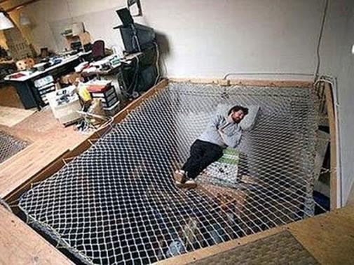 Kancelarija sa mrežastim krevetom