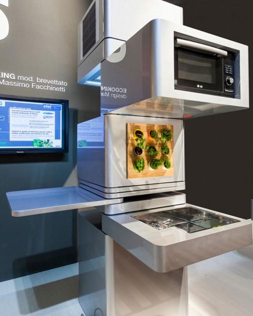 Kompaktna kuhinja sa mikrotalasnom
