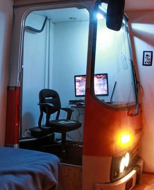 Kućna kancelarija od starog autobusa