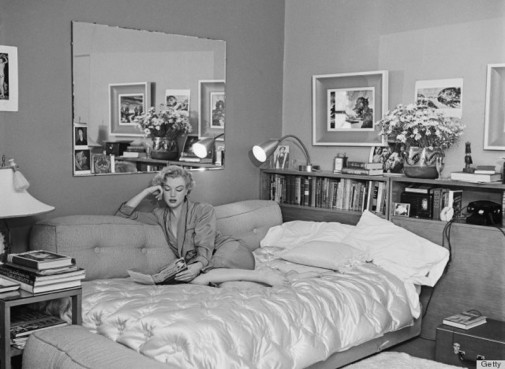 Merlin Monro u krevetu