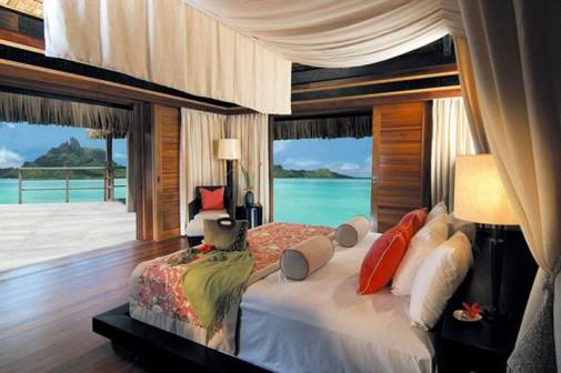 Spavaća soba sa baldahinom