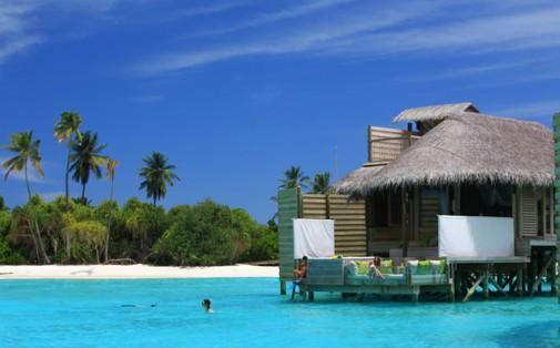 Tirkizna voda na Maldivima