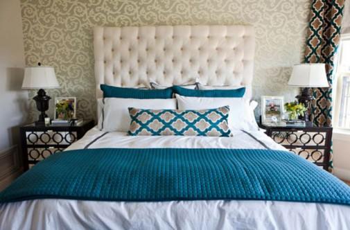 Tirkizni jastučici i pokrivač