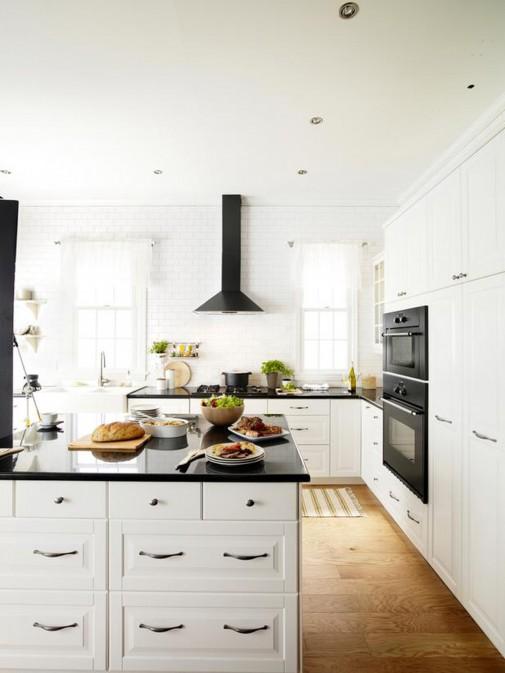 Zavodljiva crno-bela kombinacija kuhinje