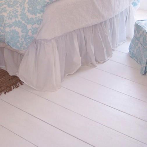 Beo drveni pod