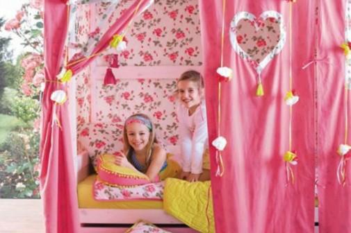 Krevet sa roze šatorom