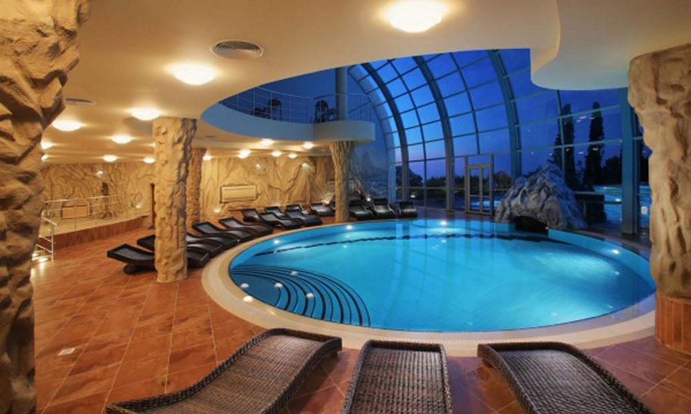 Luksuzni zatvoreni bazen