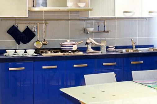Plavi kuhinjski elementi