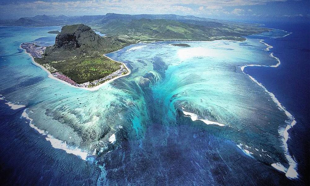 جزیره مورشس و آبشار خیالی در زیر دریا