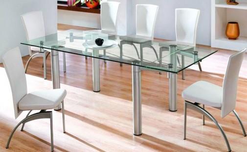 Stakleni trpezarijski sto