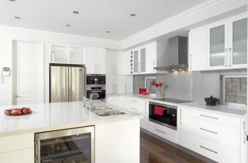 Beli kuhinjski elementi