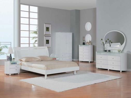 Jednobojni beli dekor