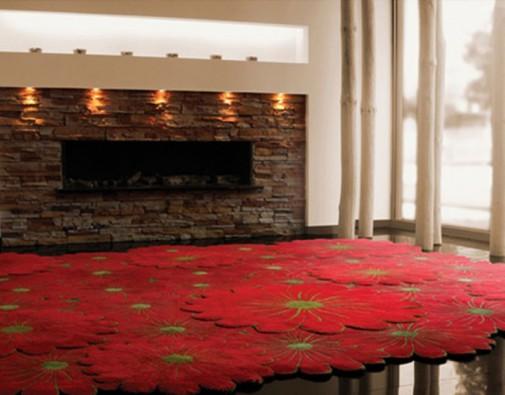 Tepih sa motivom crvenog cveća
