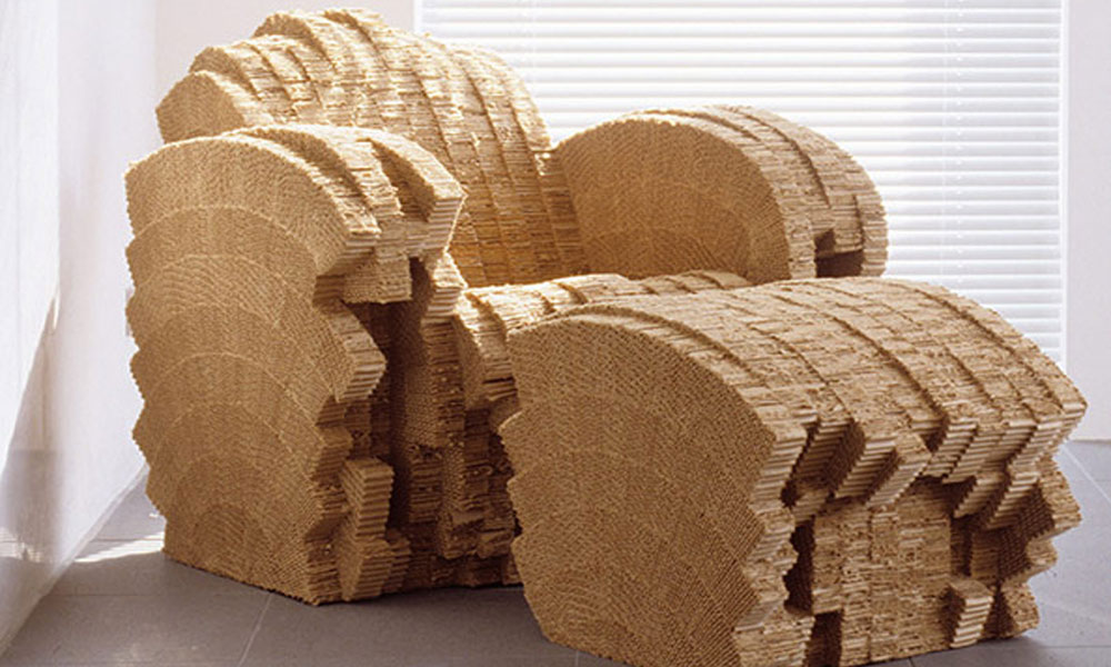 Kartonska fotelja