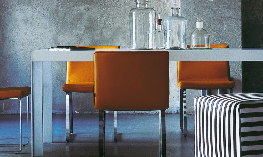 Narandžaste stolice
