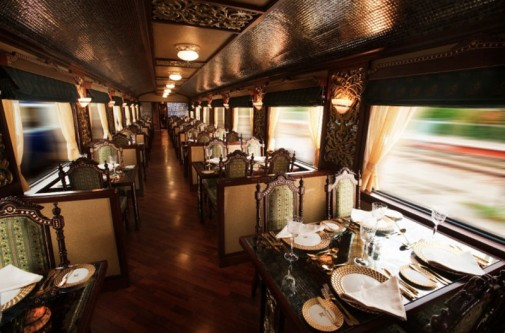 Enterijer luksuznog voza slika2