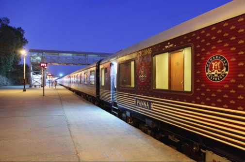 Enterijer luksuznog voza slika6