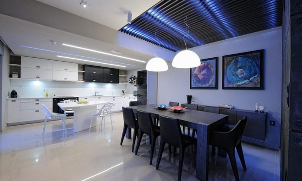 Neonsko osvetljenje u kuhinji