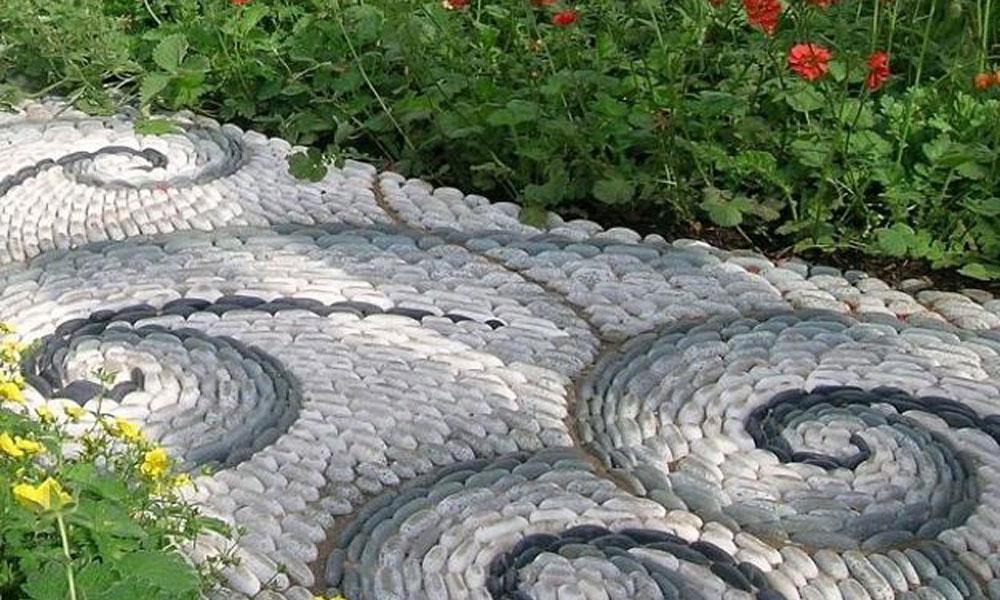 Baštenske staze od kamenčića