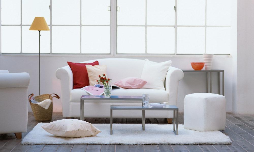 Elegantne bele dnevne sobe