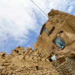 Selo Kandovan uklesano u kamenu