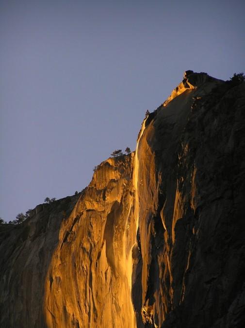 Vodopad kao lava slika 3