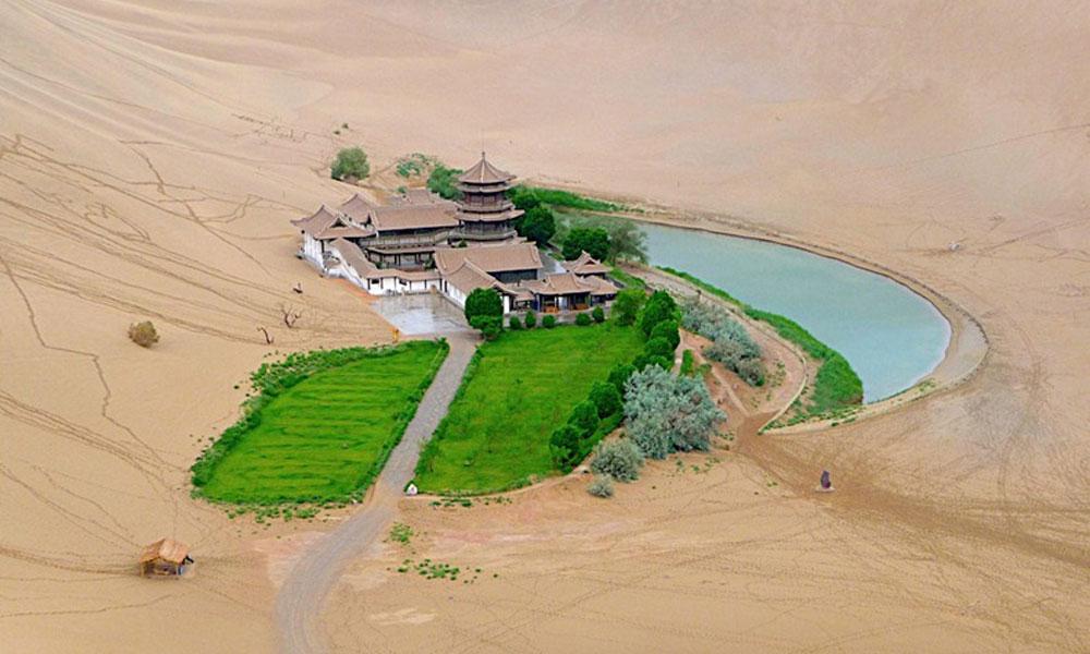 Jezero u obliku polumeseca u Kini