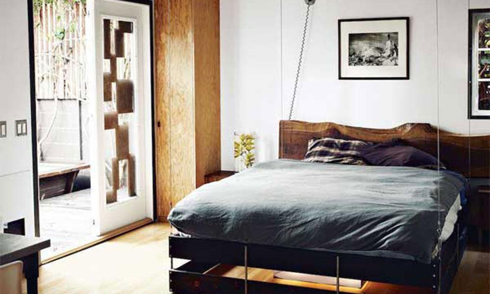 Krevet koji se spušta sa plafona