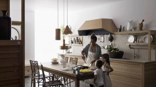 Kuhinja od drveta prepuna detalja slika2