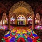 Zadivljujuć kaleidoskop svetlosti, boja i arabeski