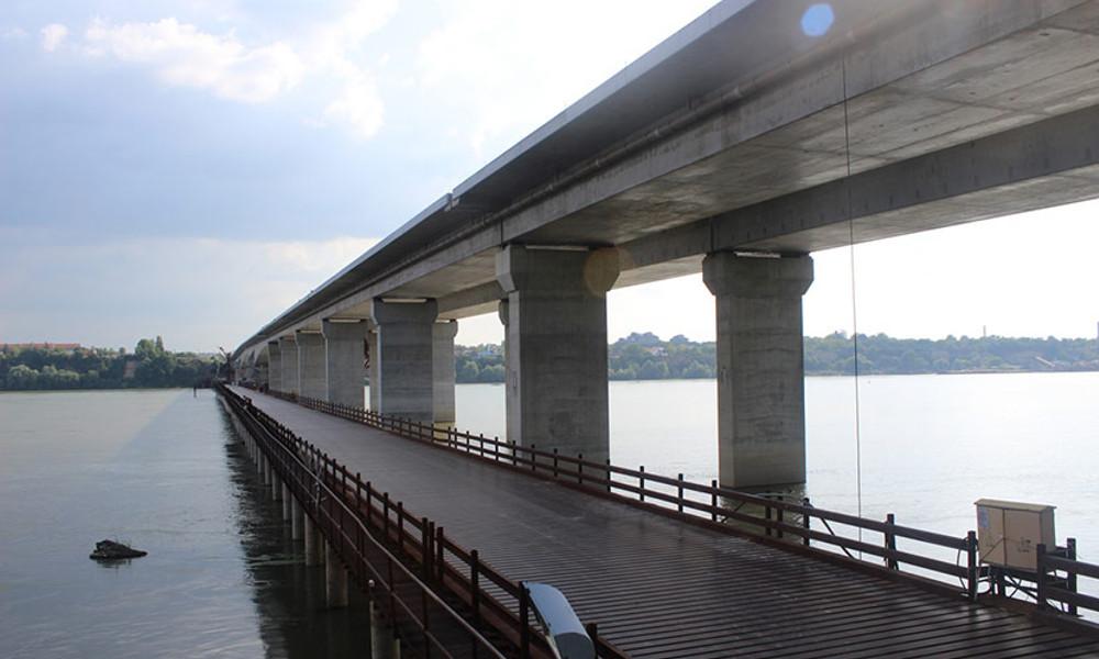 Spojen most Zemun Borca