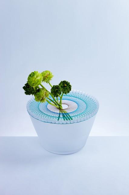 Vaza ukrašena šarenim nitima