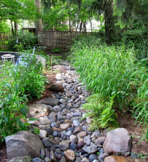 Kamen u dvorištu