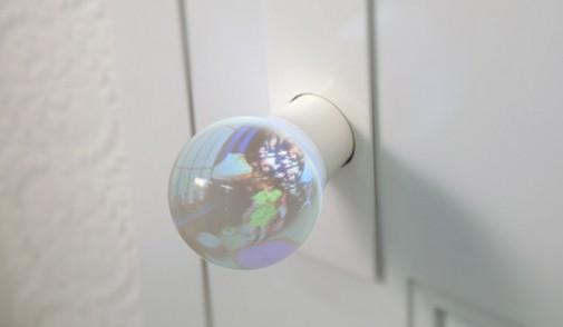 Soba zarobljena u staklenom globusu